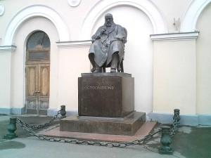 オストロフスキーの像